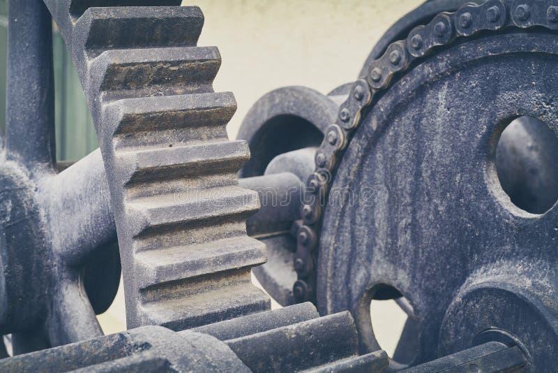 De wijnoogst stemde oude toestelwielen, industriële achtergrond stock afbeeldingen
