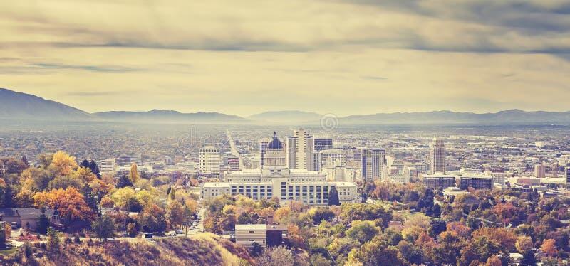 De wijnoogst stemde panoramisch beeld van de horizon van Salt Lake City stock afbeeldingen