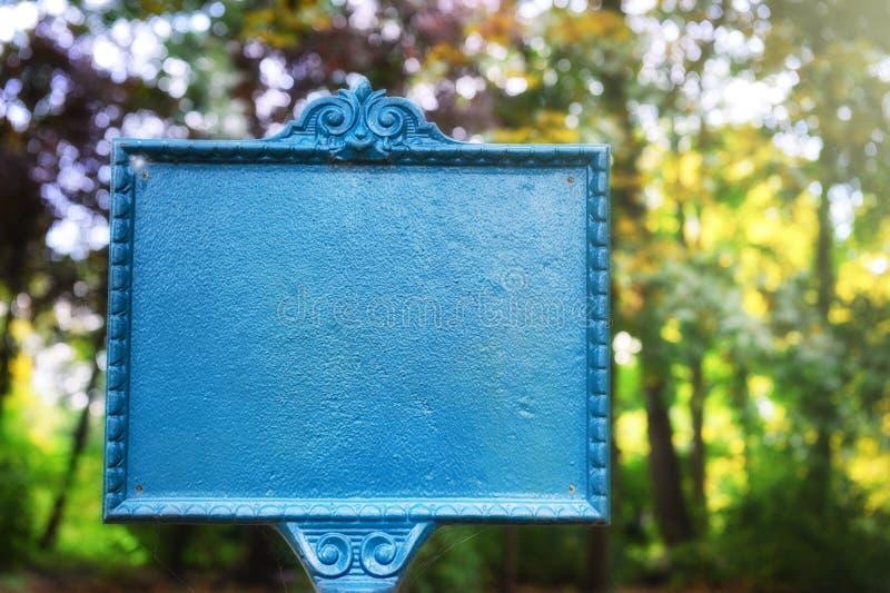 De wijnoogst stileerde tekenraad in de herfstpark stock foto's