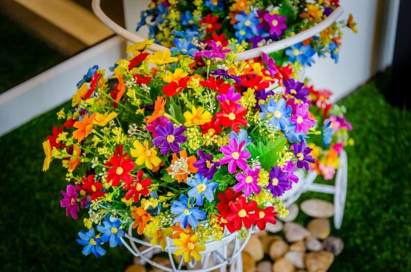 De Wijnoogst van bloemenpotten stock afbeelding