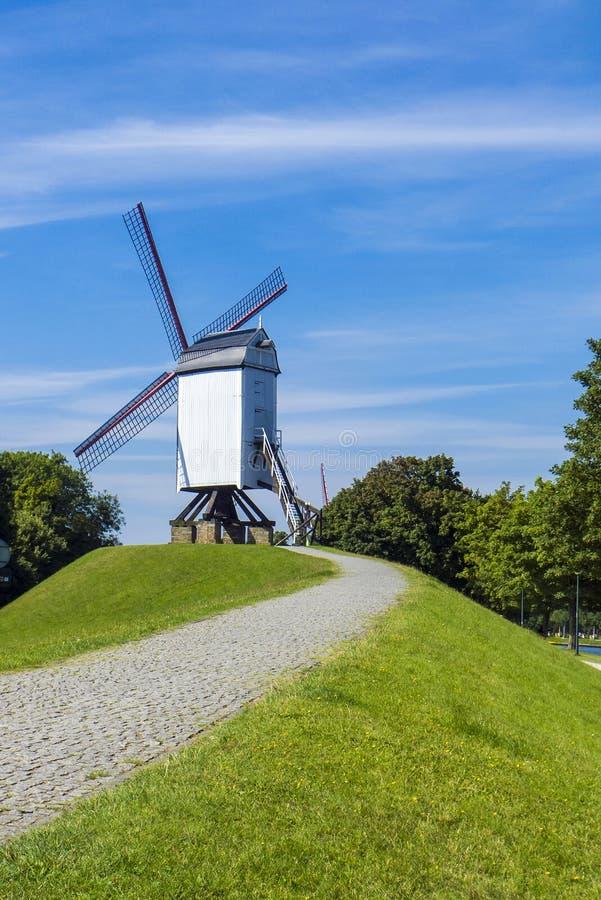 De Windmolen van Brugge België stock foto's