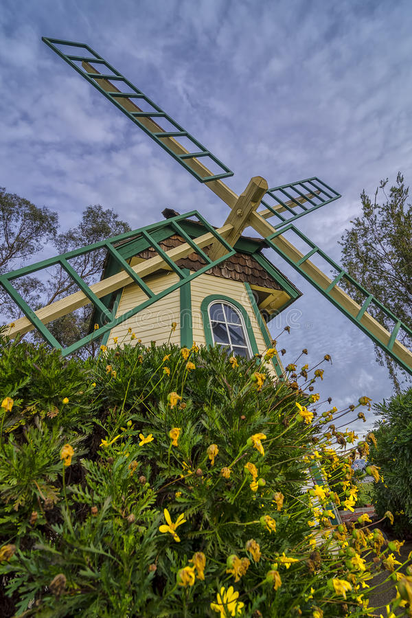 De Windmolen van de wijnmakerij stock fotografie