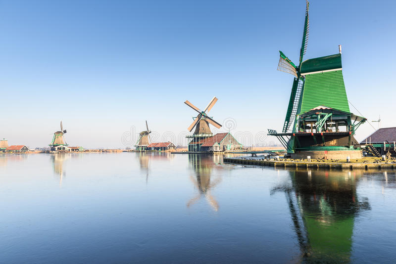 De windmolens in Zaanse Schans stock foto