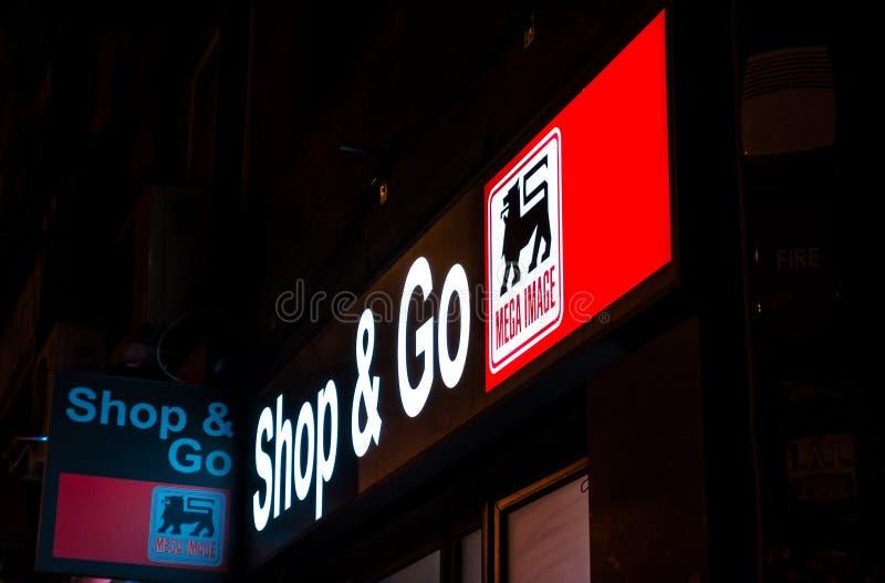 De winkel en gaat door megabeeld stock fotografie