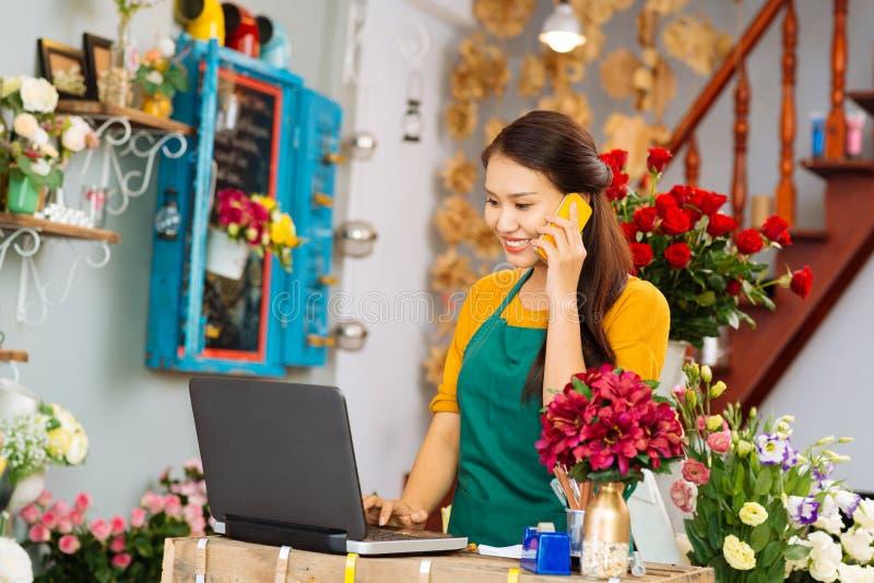De winkel van de bloemlevering royalty-vrije stock afbeeldingen