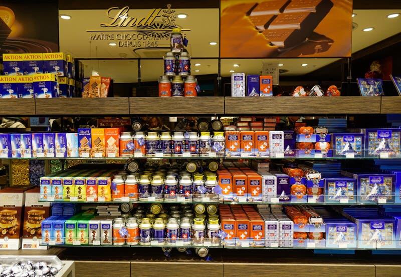 De Winkel van de Lindtchocolade in Jungfraujoch stock foto's