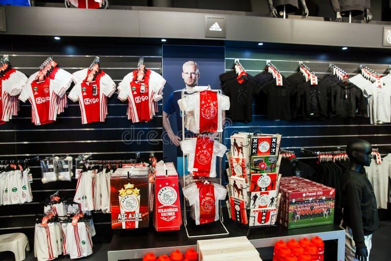 De winkelbinnenland van de Ajax fotball club op de Arena van Amsterdam, Nederland stock foto