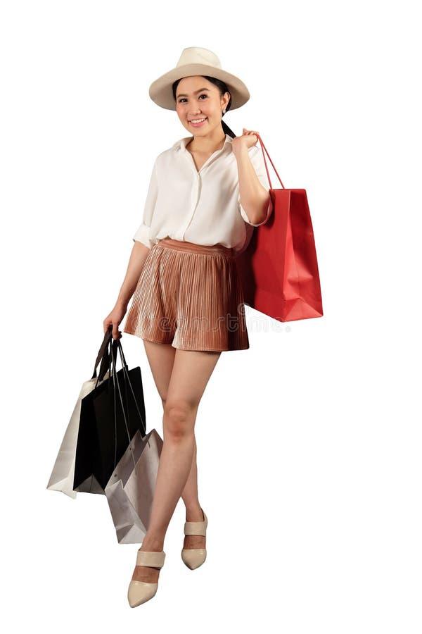 De winkelende vrouw met het winkelen doet in zakken royalty-vrije stock foto