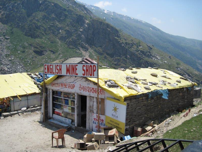 De winkels van de kant van de weg in het Himalayagebergte stock fotografie