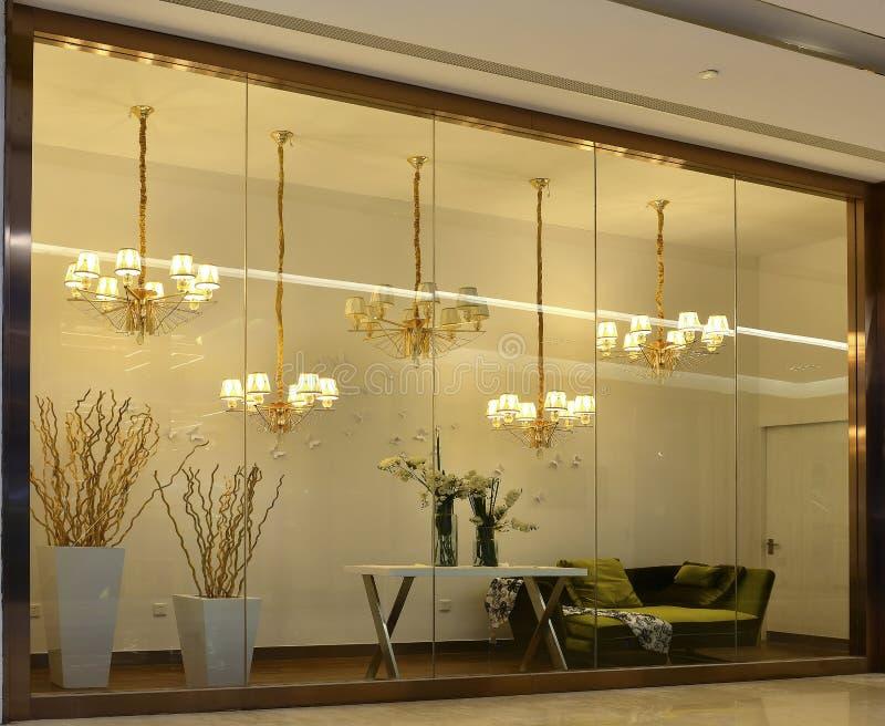 de winkelvenster van de luxeverlichting, royalty-vrije stock afbeeldingen