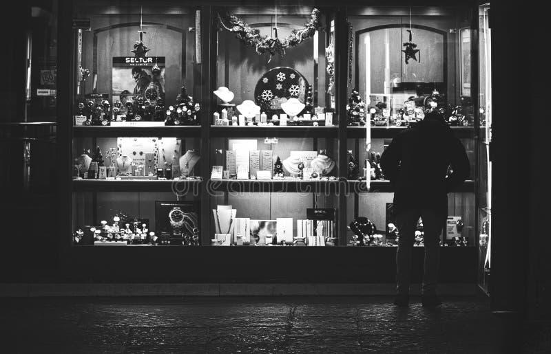 De winkelvensters van luxegoederen in Rivarolo Italië stock fotografie