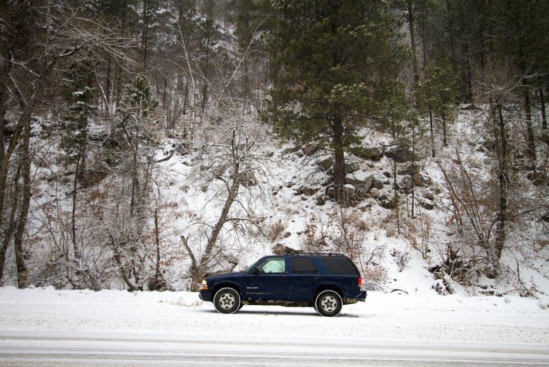 Download De Winter Behandelde Vallei In Spearfish, BR Suv Op Weg Redactionele Afbeelding - Afbeelding bestaande uit pijnboom, rivier: 107709145