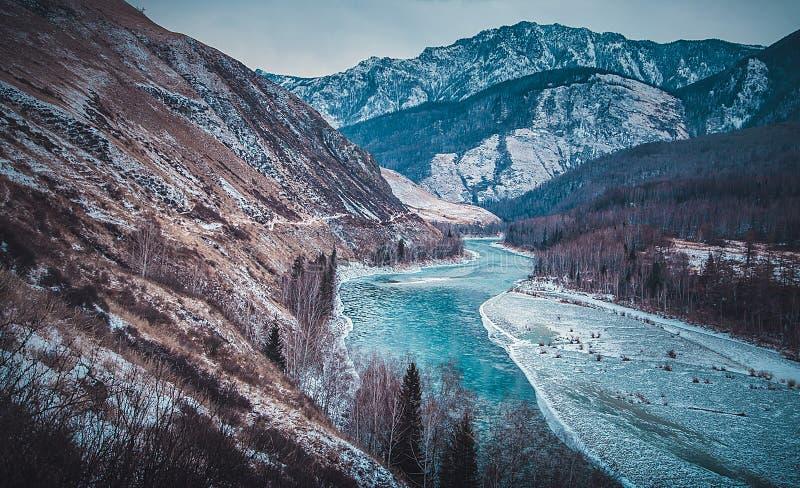 De winter in berg royalty-vrije stock afbeelding