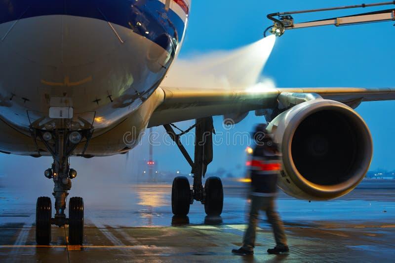 De winter bij de luchthaven stock afbeeldingen