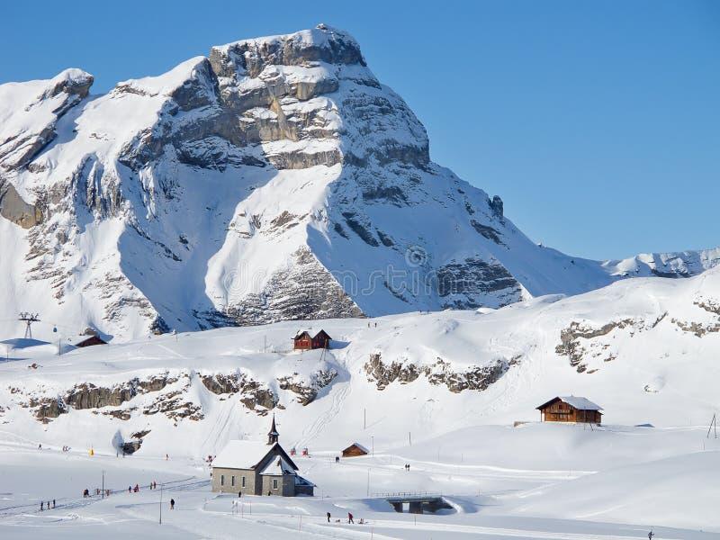 De winter in de alpen stock foto