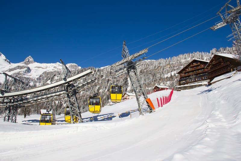 De winter in de alpen stock afbeelding