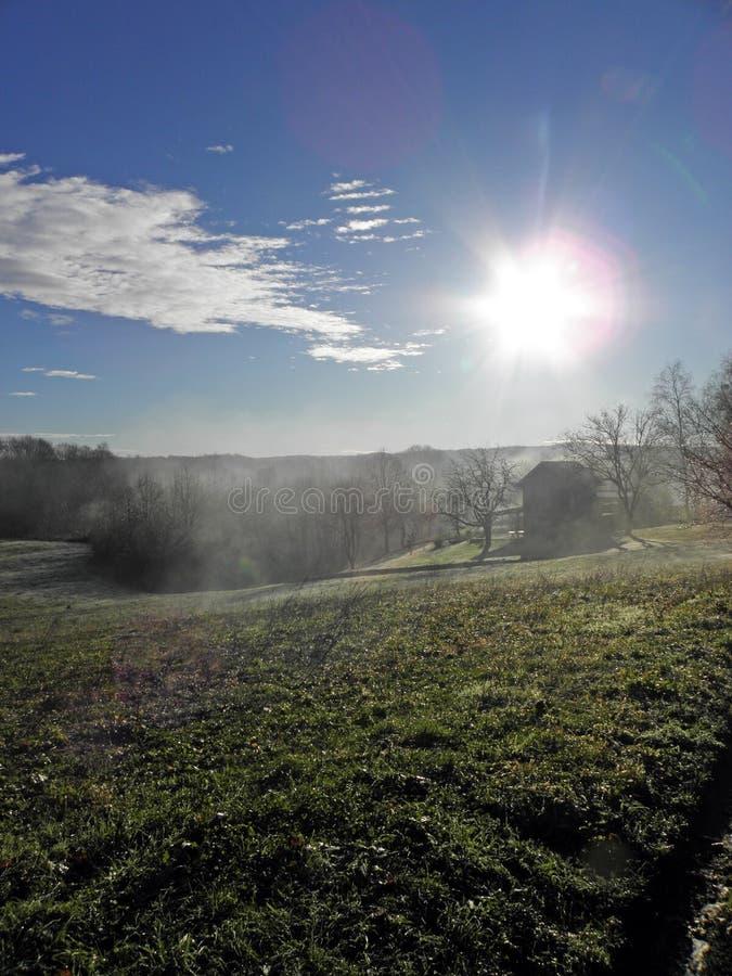 De winter door Komst, Kroatisch platteland, zonsopgang, 3 stock afbeelding