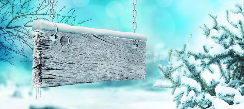 De winter en oud houten uithangbord stock fotografie