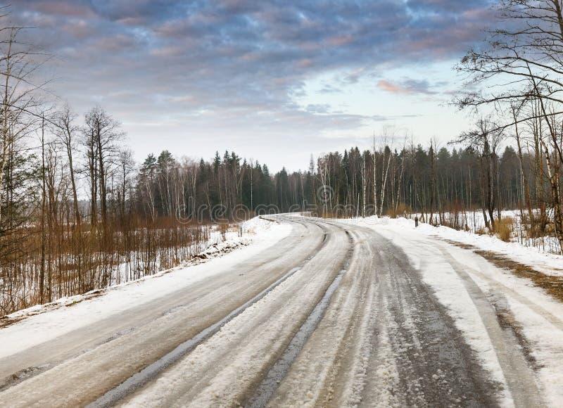 De winter gevaarlijke weg royalty-vrije stock foto's