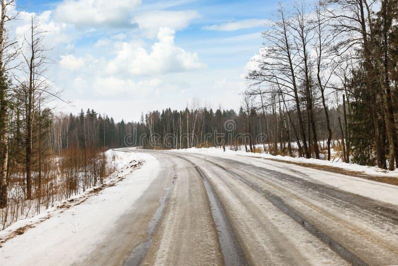 De winter gevaarlijke weg stock foto
