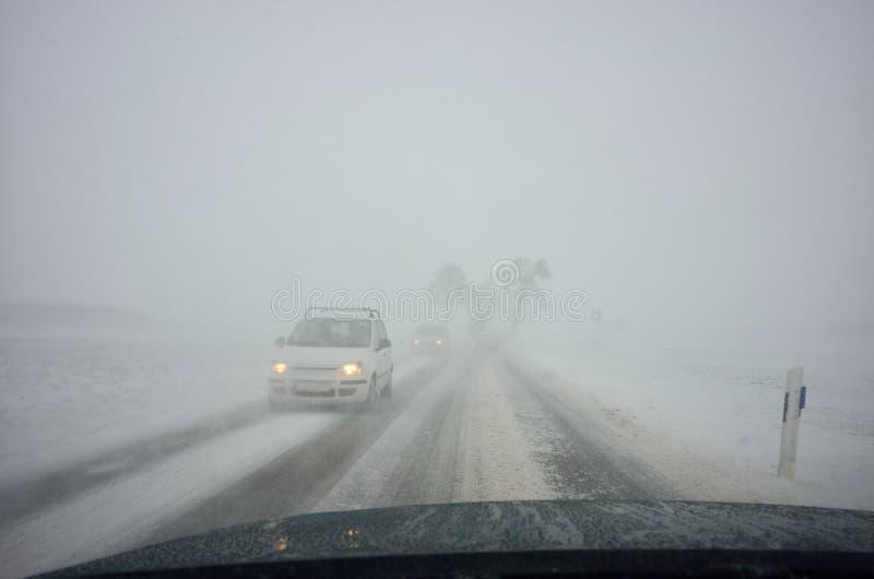 De winter het drijven door blizzard royalty-vrije stock afbeelding