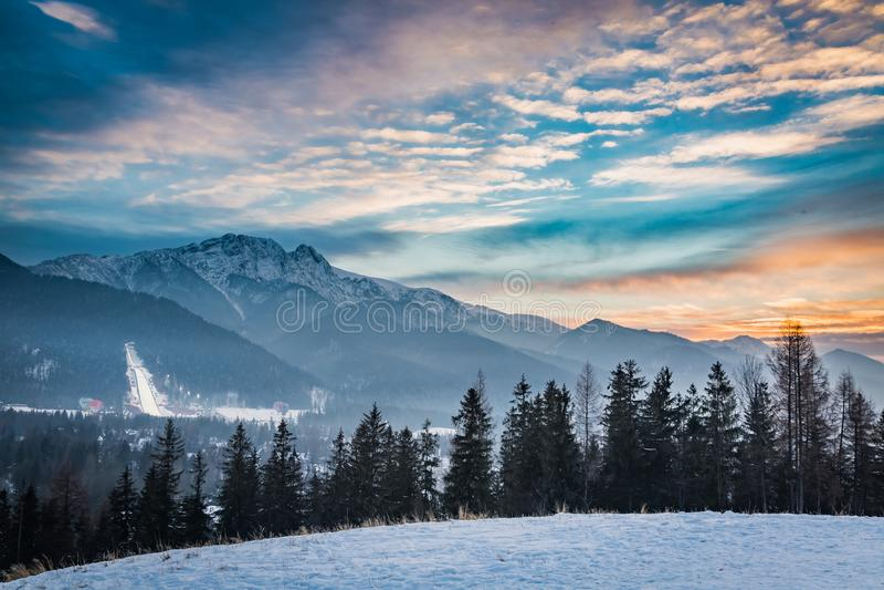 De winter het ski?en competities in Zakopane bij zonsondergang, Polen royalty-vrije stock afbeelding