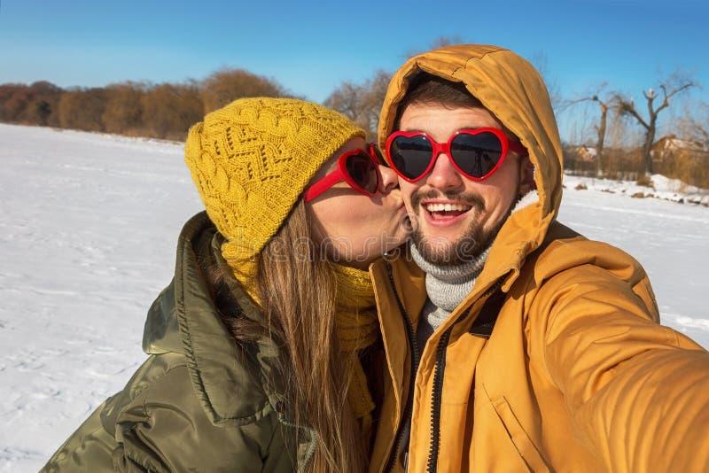 De winter kleurrijke selfie stock afbeeldingen