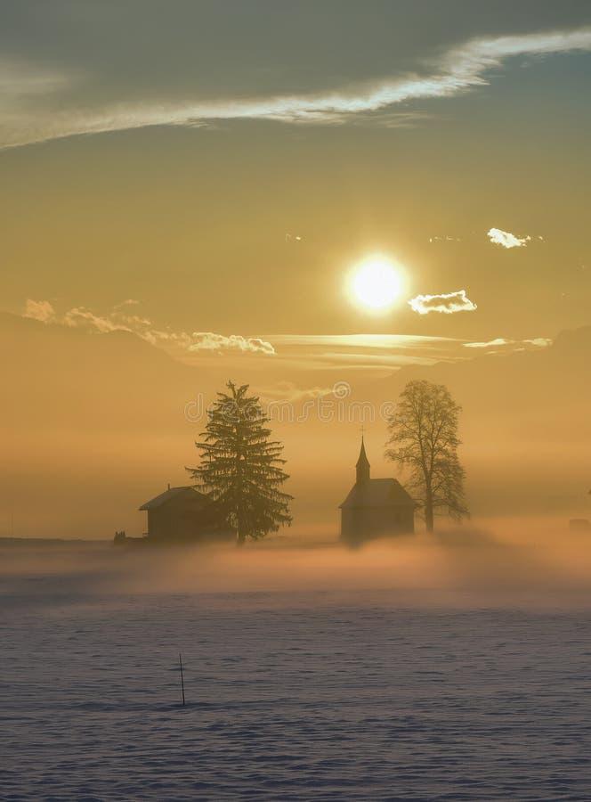 De winter, magische nostalgie, mist stock fotografie