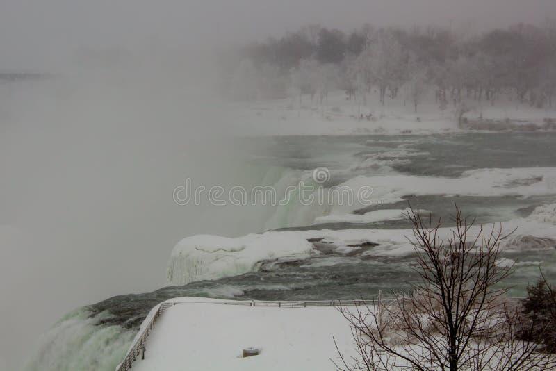De winter Niagara valt Amerikaanse Dalingen royalty-vrije stock fotografie