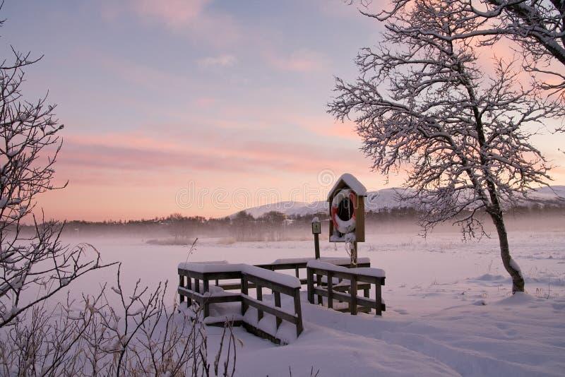 De winter op meer in Noorwegen royalty-vrije stock afbeelding