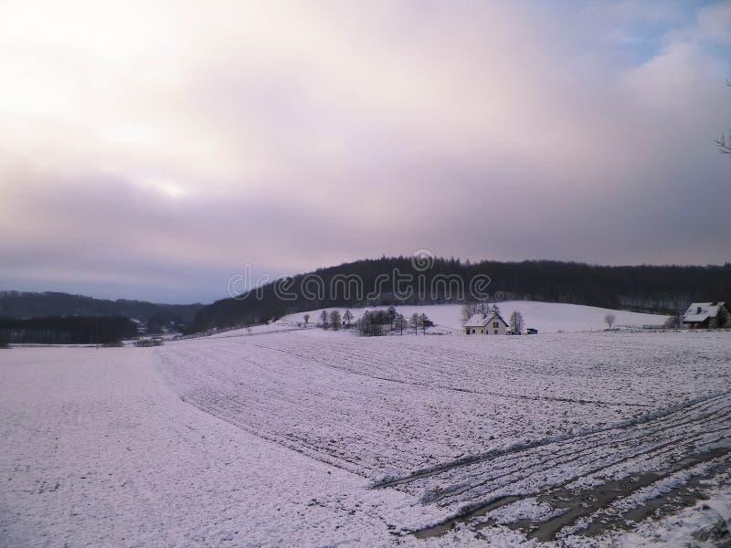 De winter over Kashubian-heuvels, Wiezyca, Polen stock afbeelding