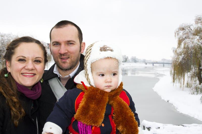 De winter van de portretfamilie royalty-vrije stock afbeeldingen