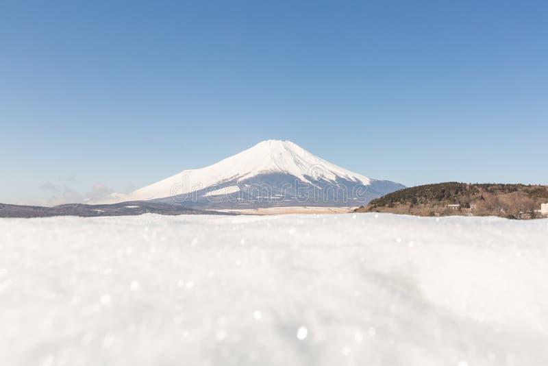 De winter zet het Meer van Fuji op Yamanaka stock foto