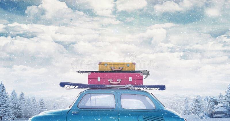De winterauto met bagage op het dak klaar voor de zomervakantie royalty-vrije stock fotografie