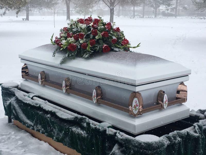 De winterbegrafenis stock afbeelding