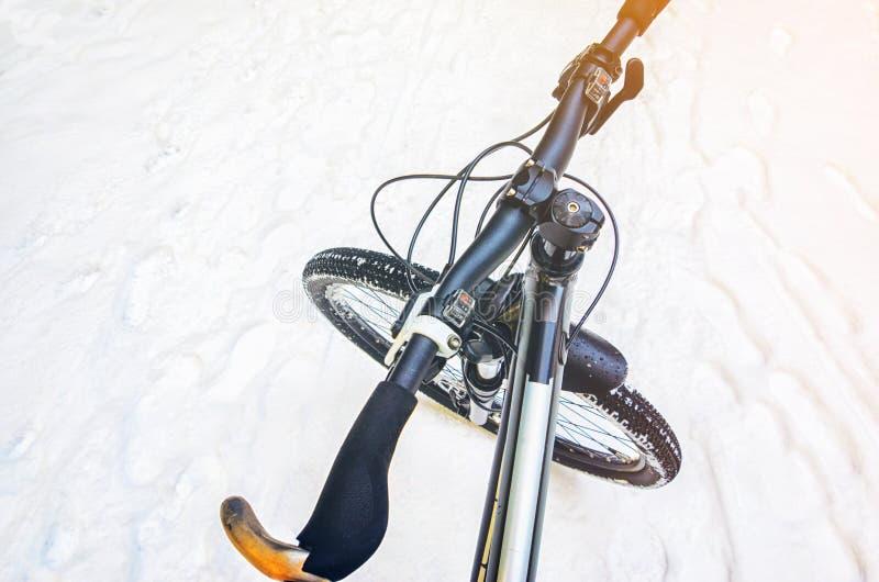 De winterberg het biking royalty-vrije stock foto's