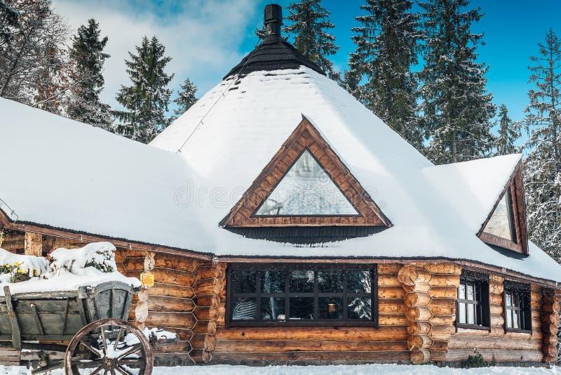 De winterherberg stock afbeeldingen