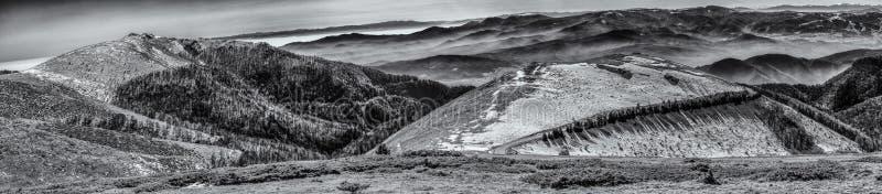 De winterheuvels stock foto