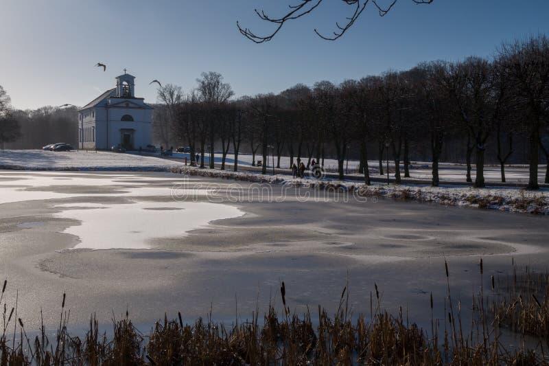 De winterkerk royalty-vrije stock afbeeldingen