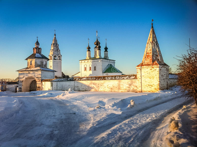 De winterkerk in Suzdal royalty-vrije stock fotografie