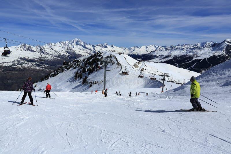 De winterlandschap in de skitoevlucht van La Plagne, Frankrijk royalty-vrije stock fotografie