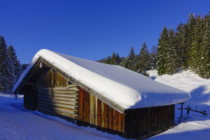De winterlandschap in Hoger Beieren, Duitsland royalty-vrije stock afbeelding