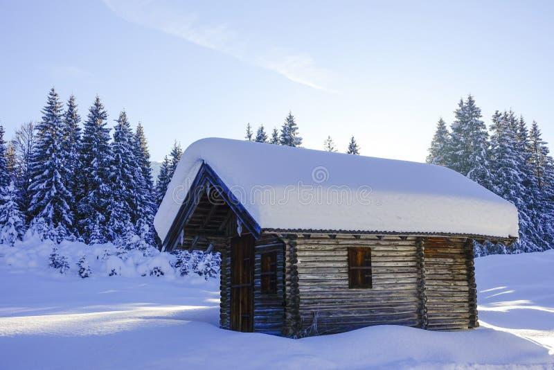 De winterlandschap in Hoger Beieren, Duitsland stock foto's
