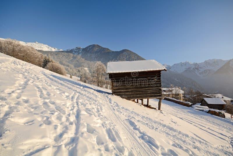 De winterlandschap met houten hut, Pitztal-Alpen - Tirol Oostenrijk stock fotografie