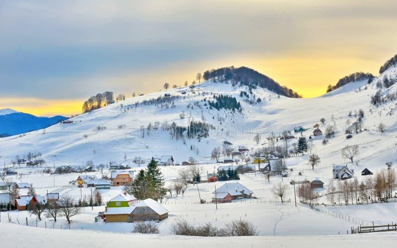 De winterlandschap met huizen royalty-vrije stock fotografie
