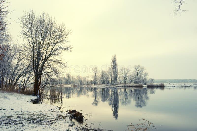 De winterlandschap op Havel-Rivier (Duitsland) royalty-vrije stock afbeeldingen