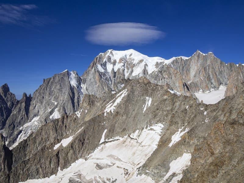De winterlandschap van alpen stock fotografie