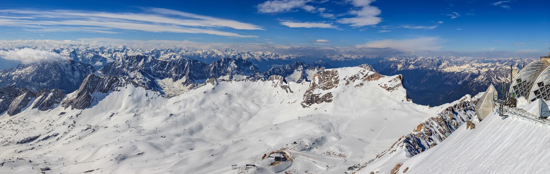 De winterlandschap van de berg van Alpen royalty-vrije stock foto