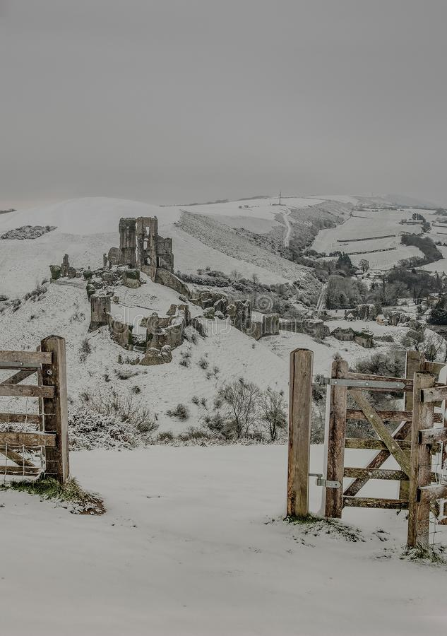 De winterlandschap van het Corfekasteel royalty-vrije stock foto's