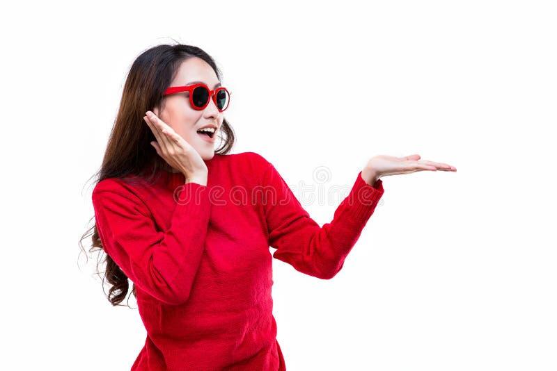 De wintermanier, Vrouwen die een rode sweater dragen stock foto
